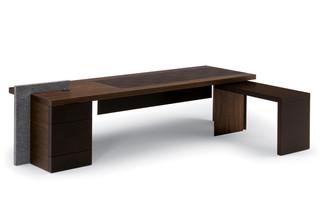 H_O Desk  von  Poltrona Frau