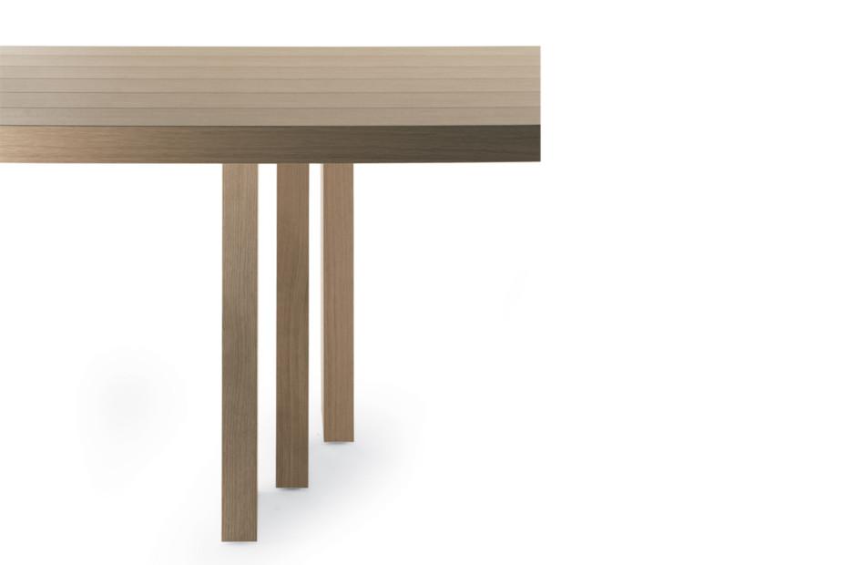 H_T Tisch
