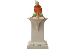 Chinesischer Bonze auf Sockel Nr.331  von  Porzellan-Manufaktur Nymphenburg