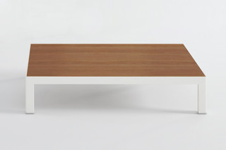 Sis coffee table  by  Punt