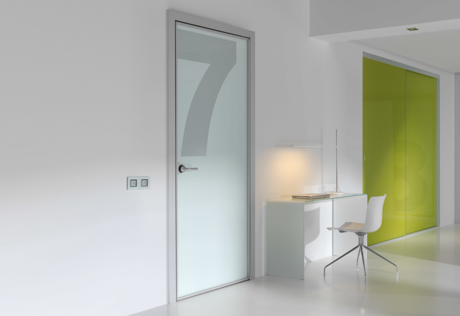 Swing pivot door with digital print
