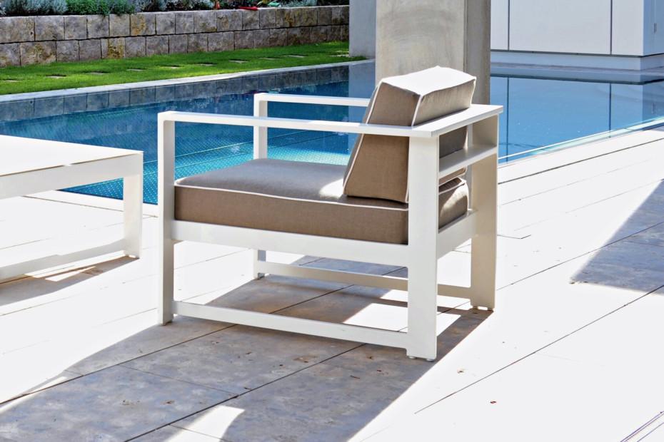 Summer Lounge 2-100 E