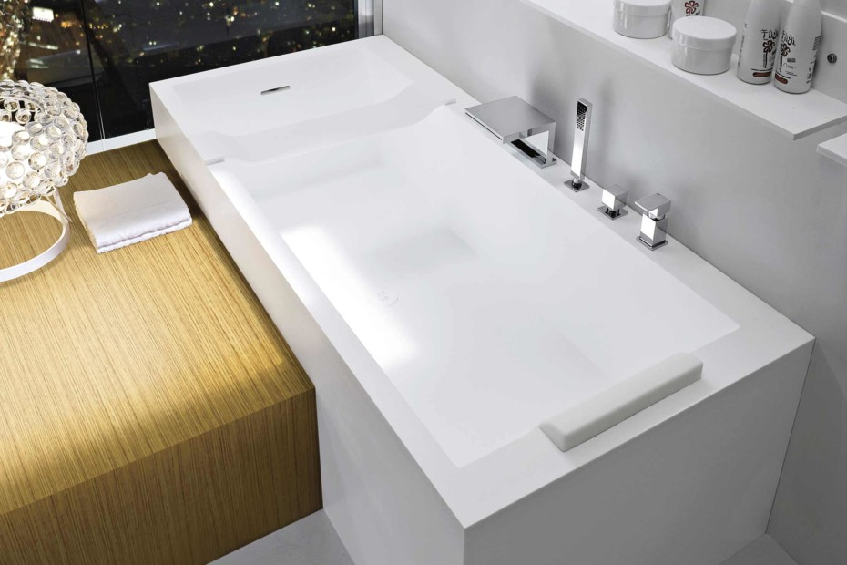 Argo bathtub