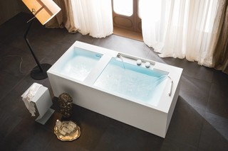 Ergo-nomic bathtub  by  Rexa Design