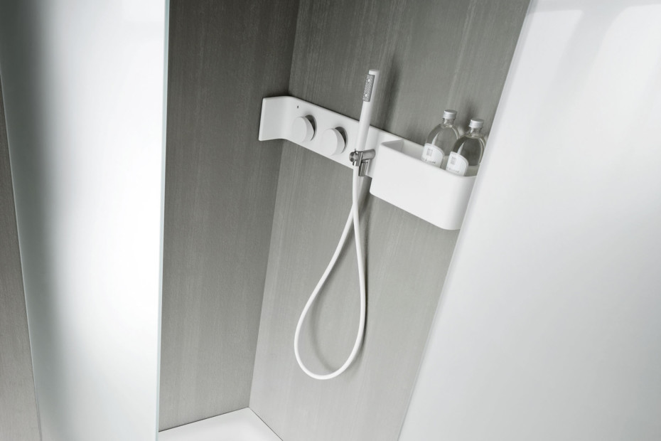 Ergo-nomic shower board