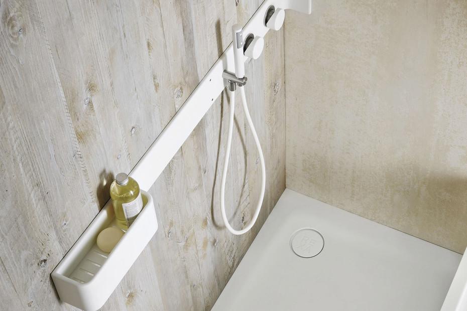 Ergo-nomic shower board