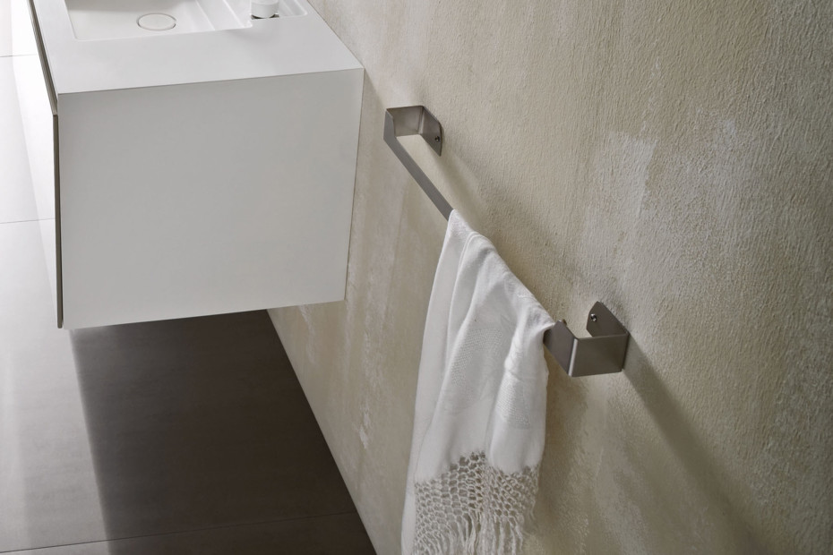 Ergo-nomic towel rail