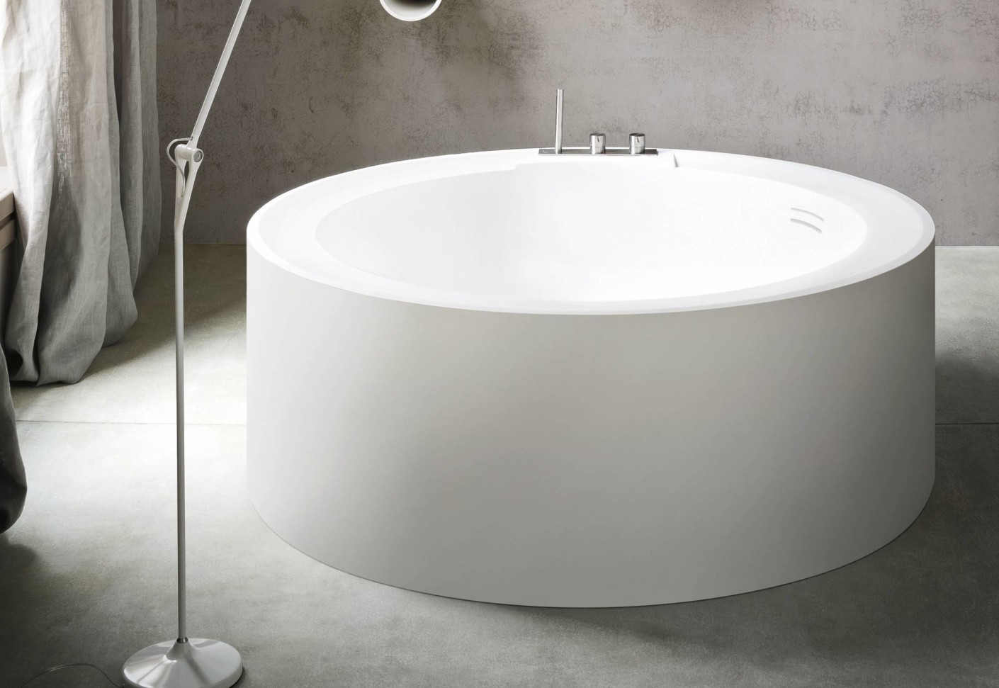Hole bathtub round by Rexa Design
