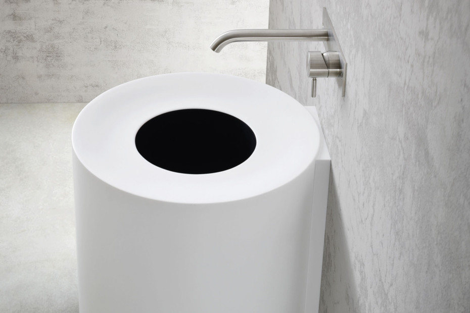 Hole Waschbecken hängend