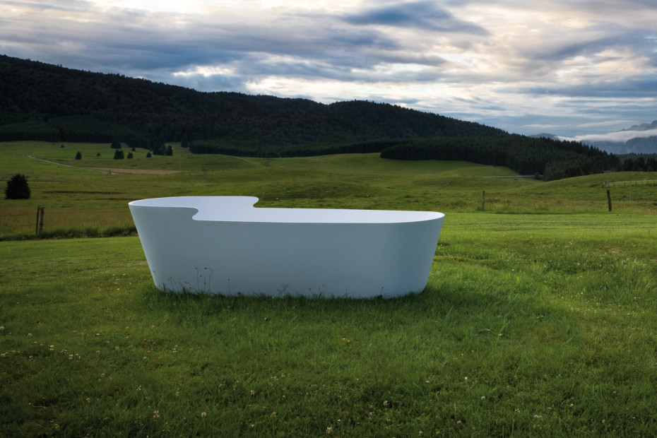 Unico bathtub rolling
