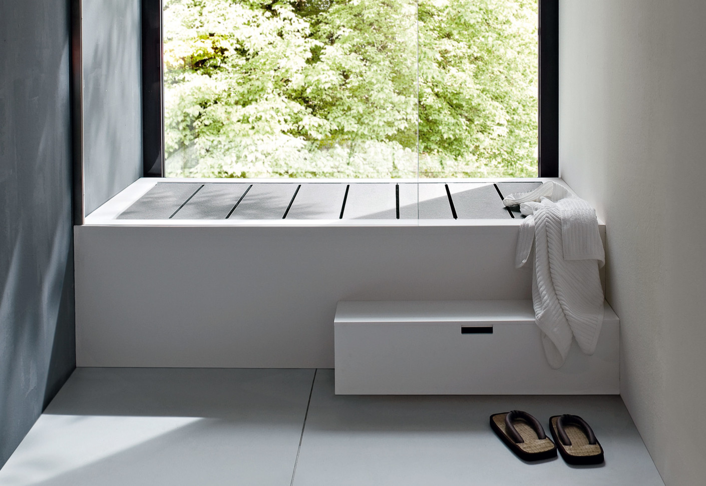 Unico bathtub with top cover by rexa design stylepark for Outdoor badewanne