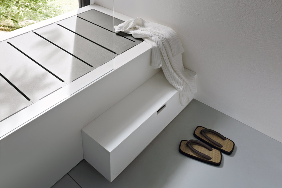 Unico bathtub with top cover