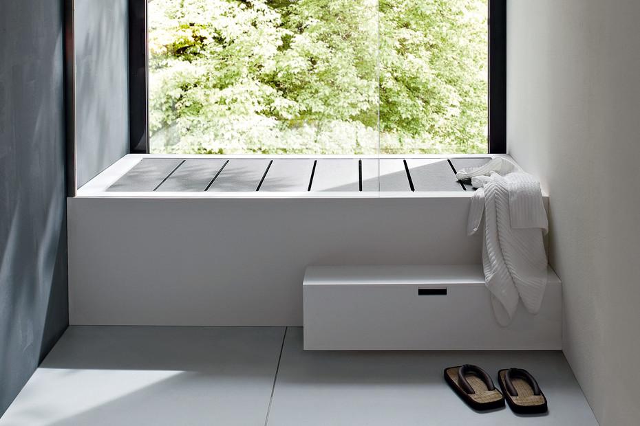 Unico bathtub with top cover
