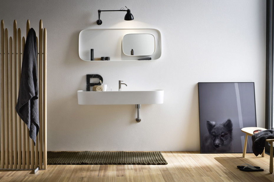 Wall light with arm