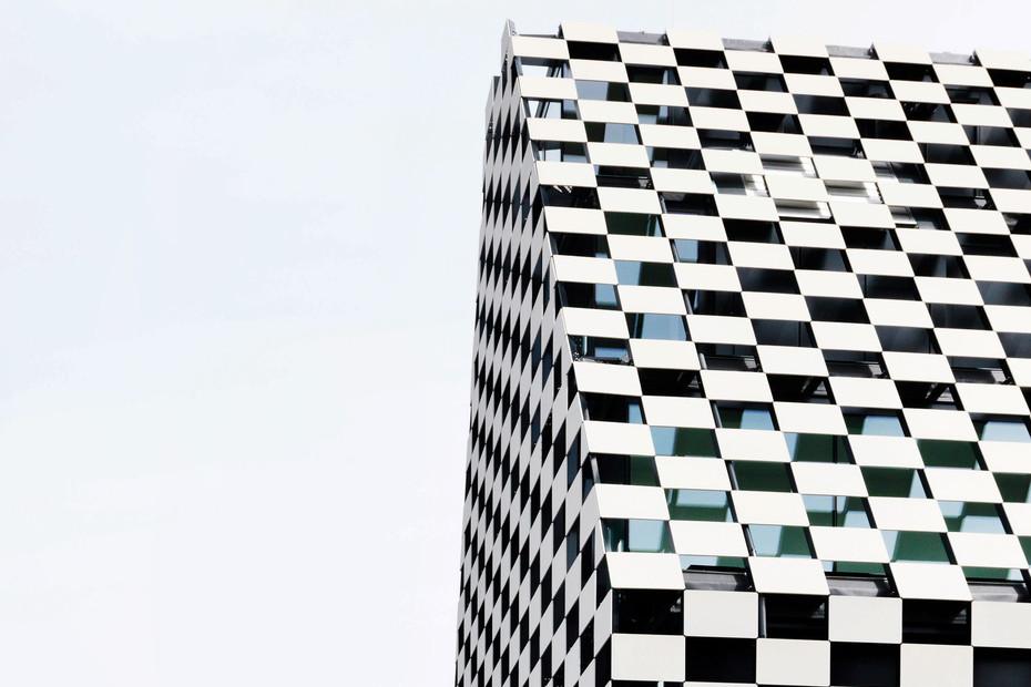 concrete skin, Bank BTV, ivory