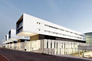 concrete skin, Hospital, Sant Juan de Reus, ivory  von  Rieder