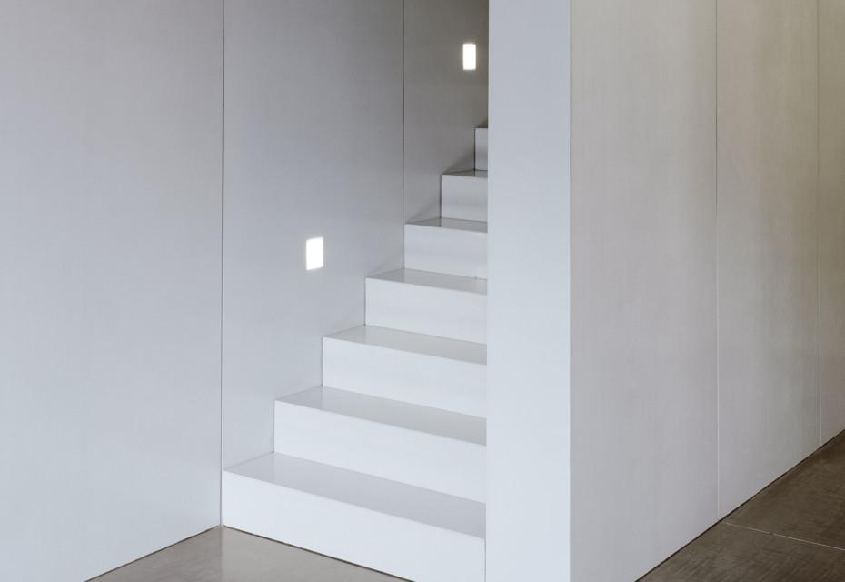 concrete skin interior, geradläufige Treppe, ivory