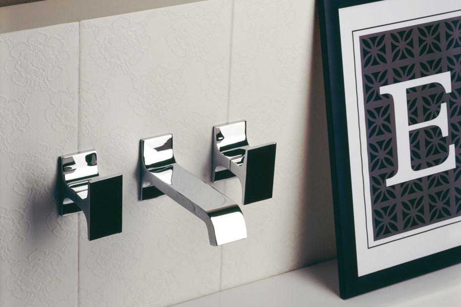 Serif bathtub mixer and inlet