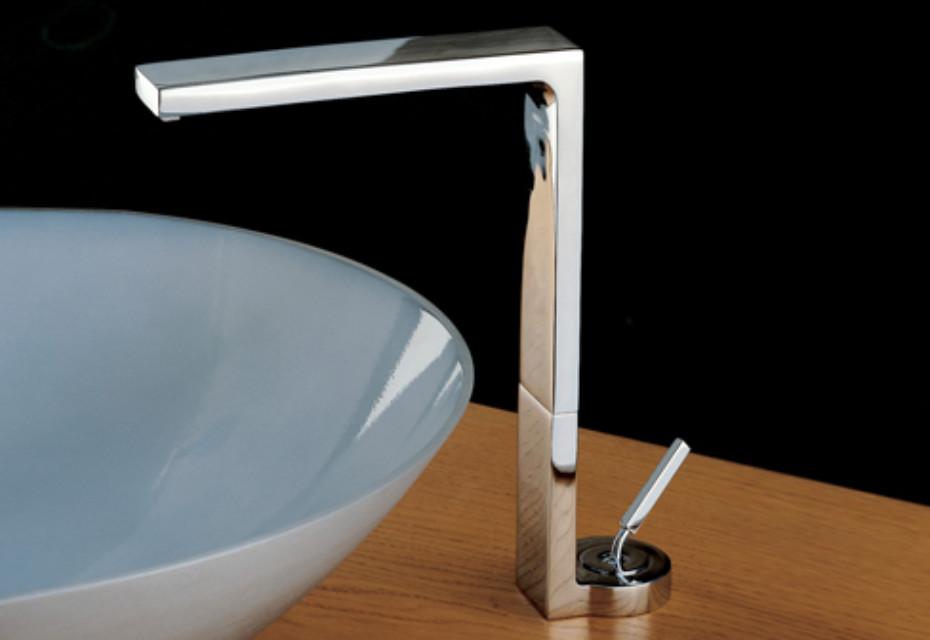 Waterblade_j basin mixer free standing