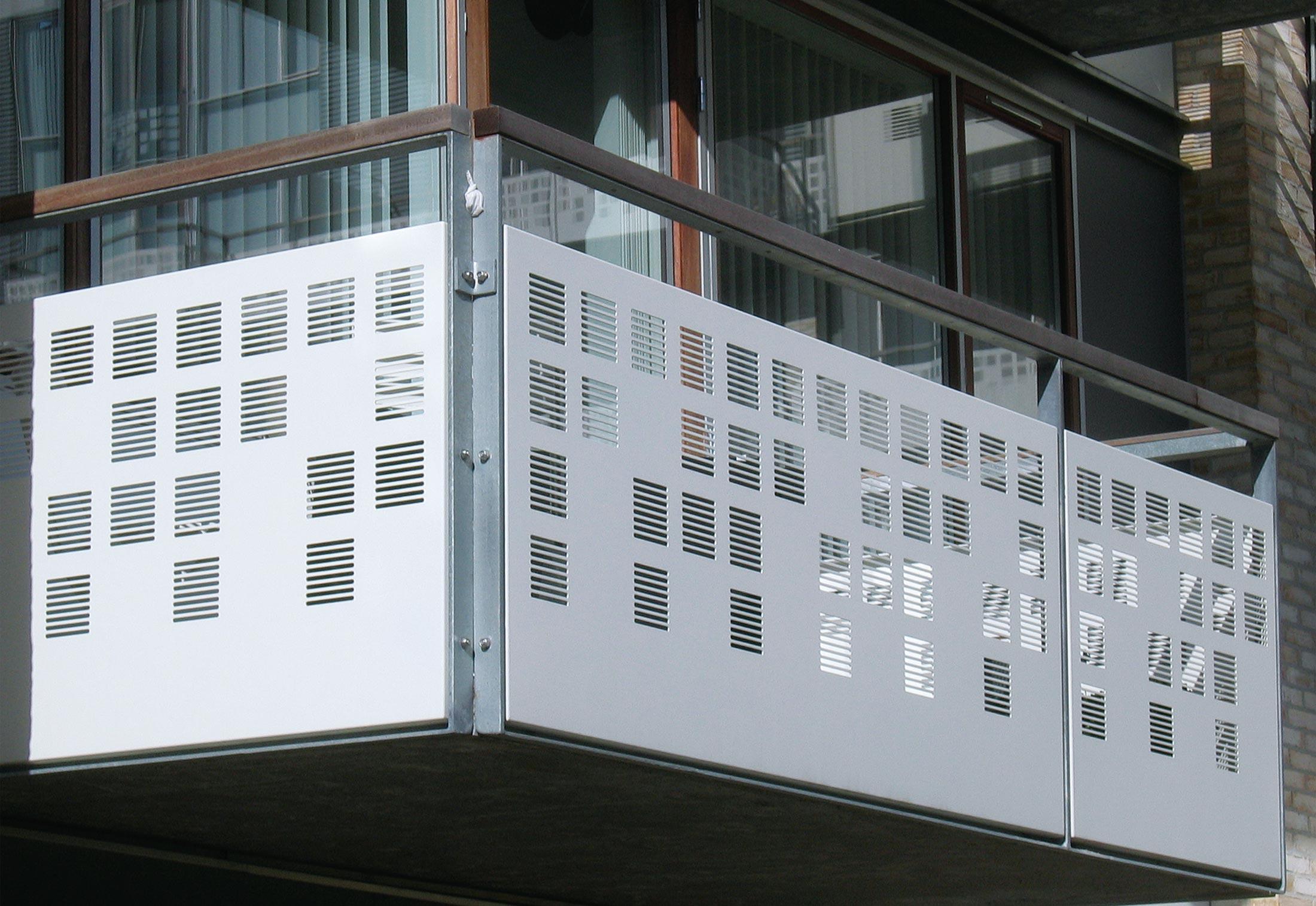 Balkonverkleidung Aus Lochblech Wohnhaus In Teglholm Von Rmig