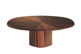 Oval-Tisch  by  Röthlisberger