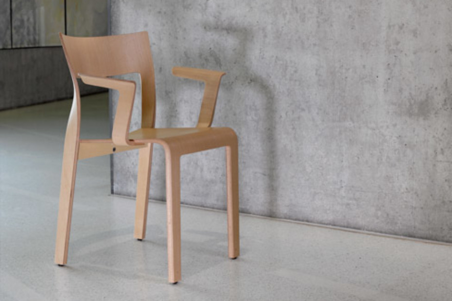 Torsio chair wirh armrests