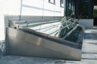 s: 207 Dachfenster  von  s: stebler