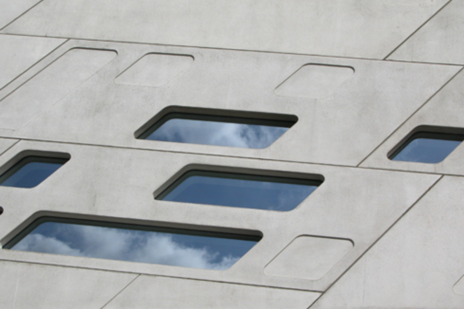GEWE-tec-System for a glazing that flushes with the adjacent areas