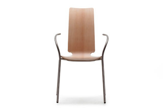 Talle chair with armrests  by  Sellex