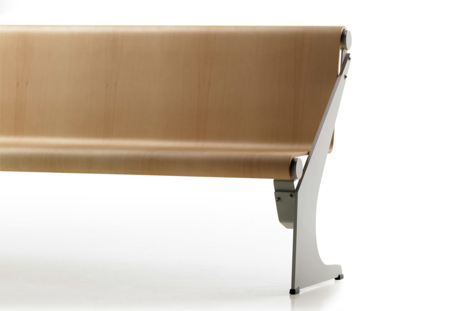 Vacante outdoor bench