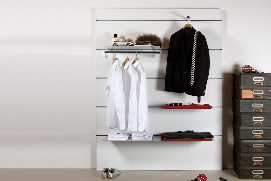 Dressing wall