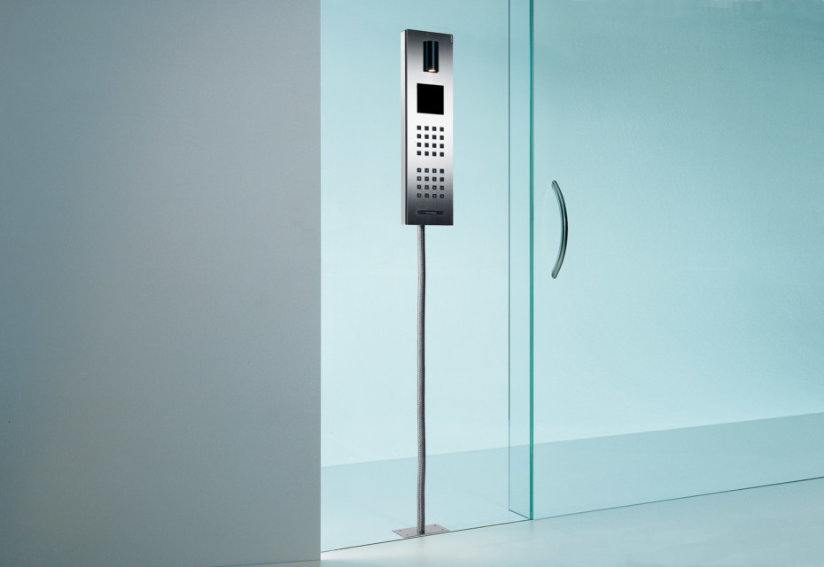 steel intercom system glass mounted by siedle stylepark. Black Bedroom Furniture Sets. Home Design Ideas