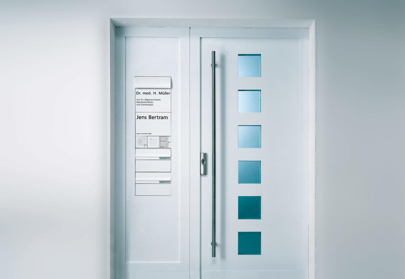 vario intercom system door panel by siedle stylepark. Black Bedroom Furniture Sets. Home Design Ideas