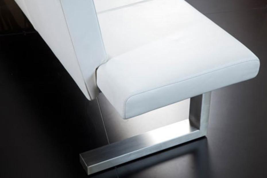 SD09 bench