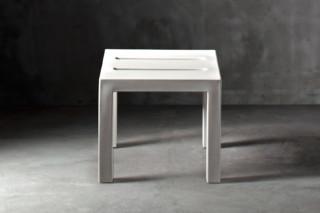 Handy Table  von  SERRALUNGA