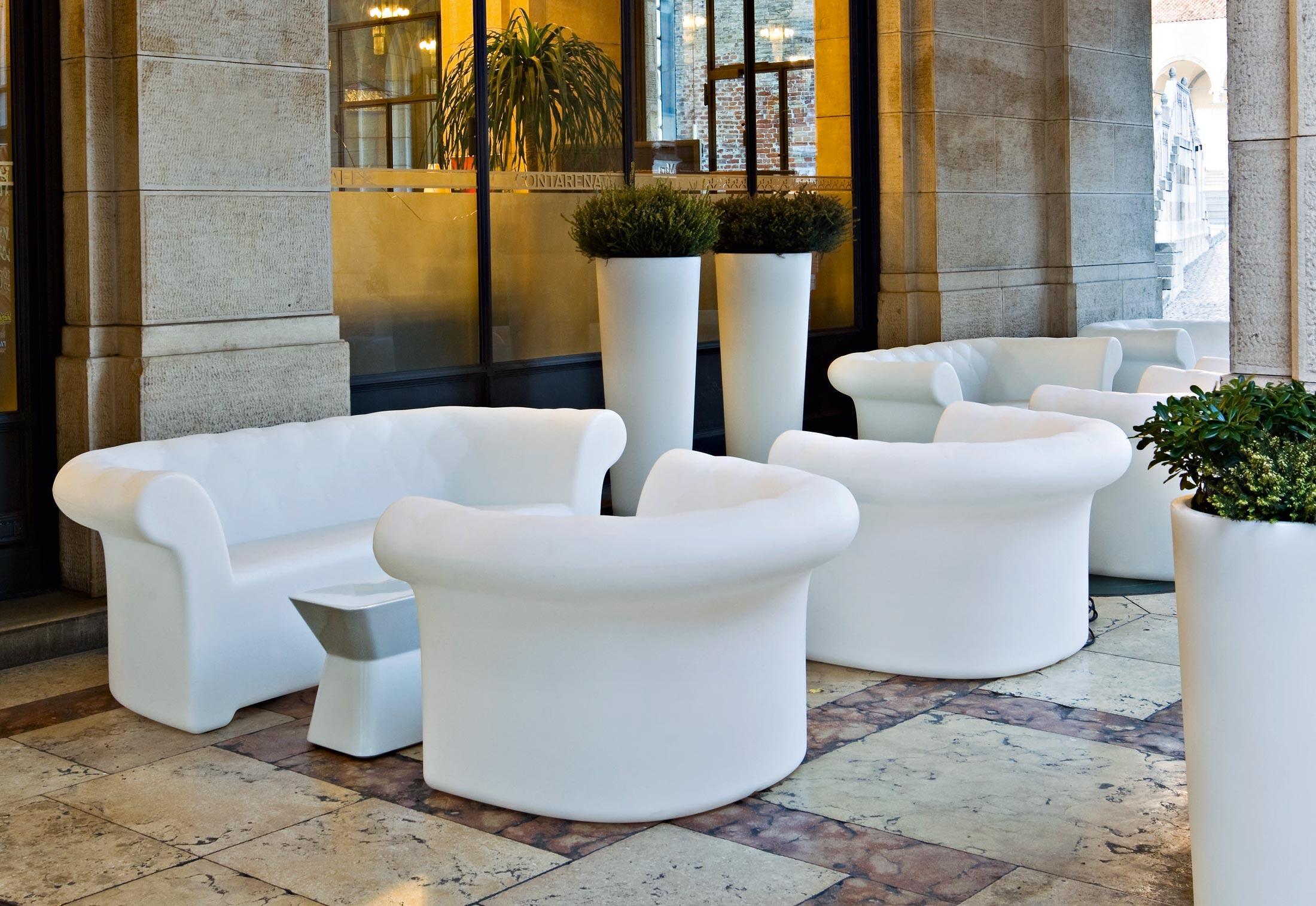 Sirchester divano von serralunga stylepark for Poltrone per esterno