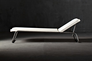 Time Out Reclining Chaise Longue  von  SERRALUNGA