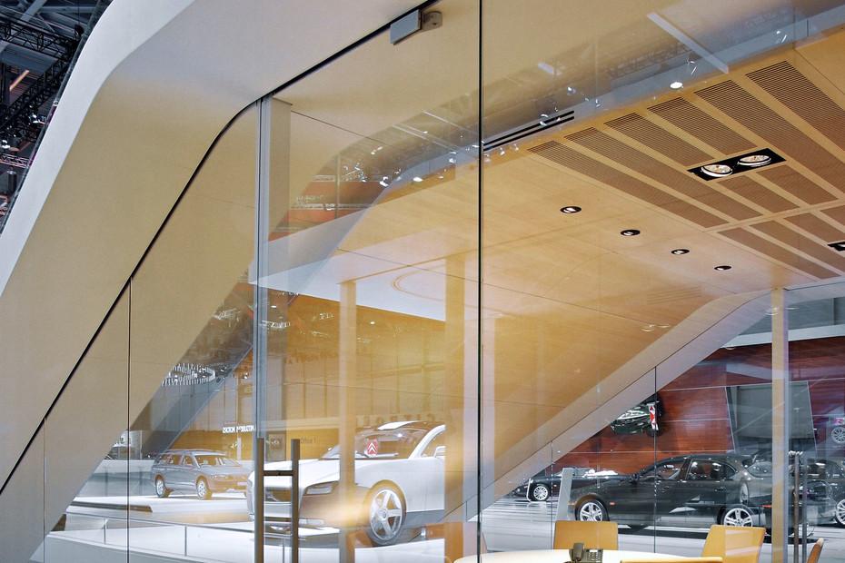Ganzglasanlage, Messestand Volvo