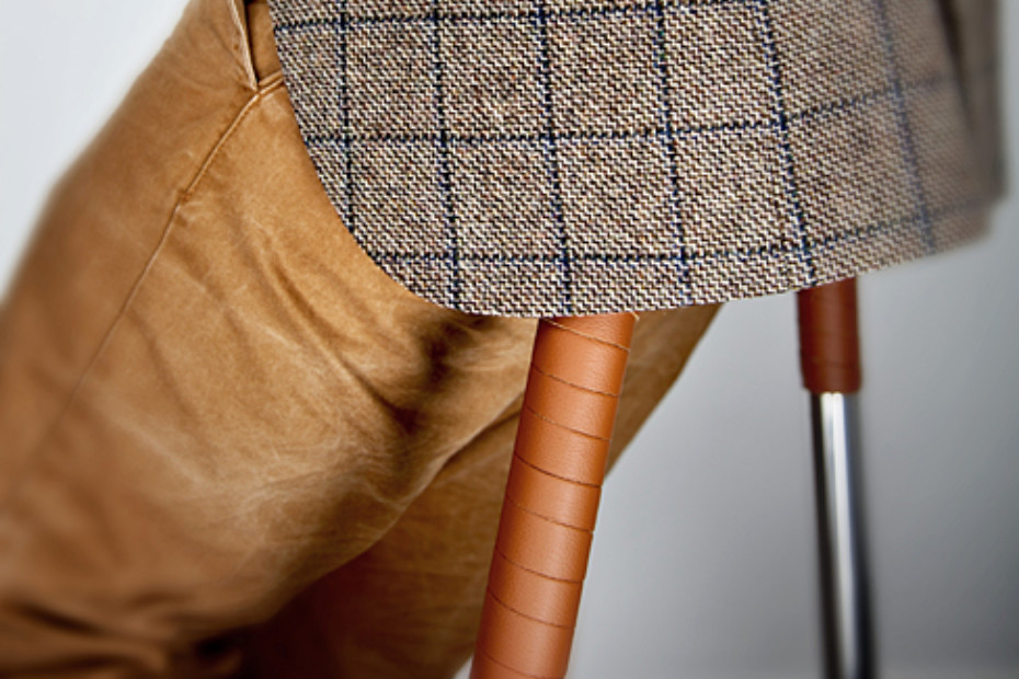 Hurdle bar stool