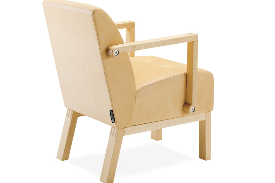 Robust easy chair with armrest