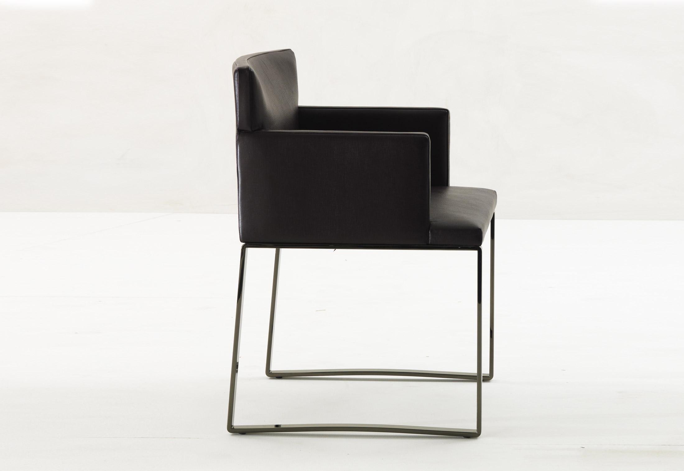 Flynt stuhl mit kufen von minotti stylepark for Design stuhl mit kufen