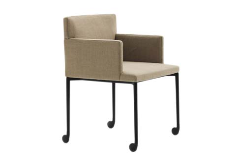 flynt stuhl mit rollen von minotti stylepark. Black Bedroom Furniture Sets. Home Design Ideas