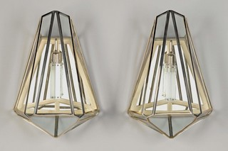 Diamonds Are a Girl's Best Friend 1 sconce  von  Meta