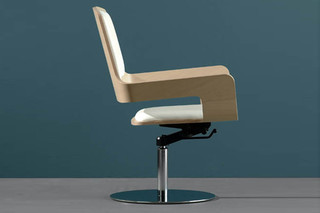 T - 1 armchair with base plate  by  Montina