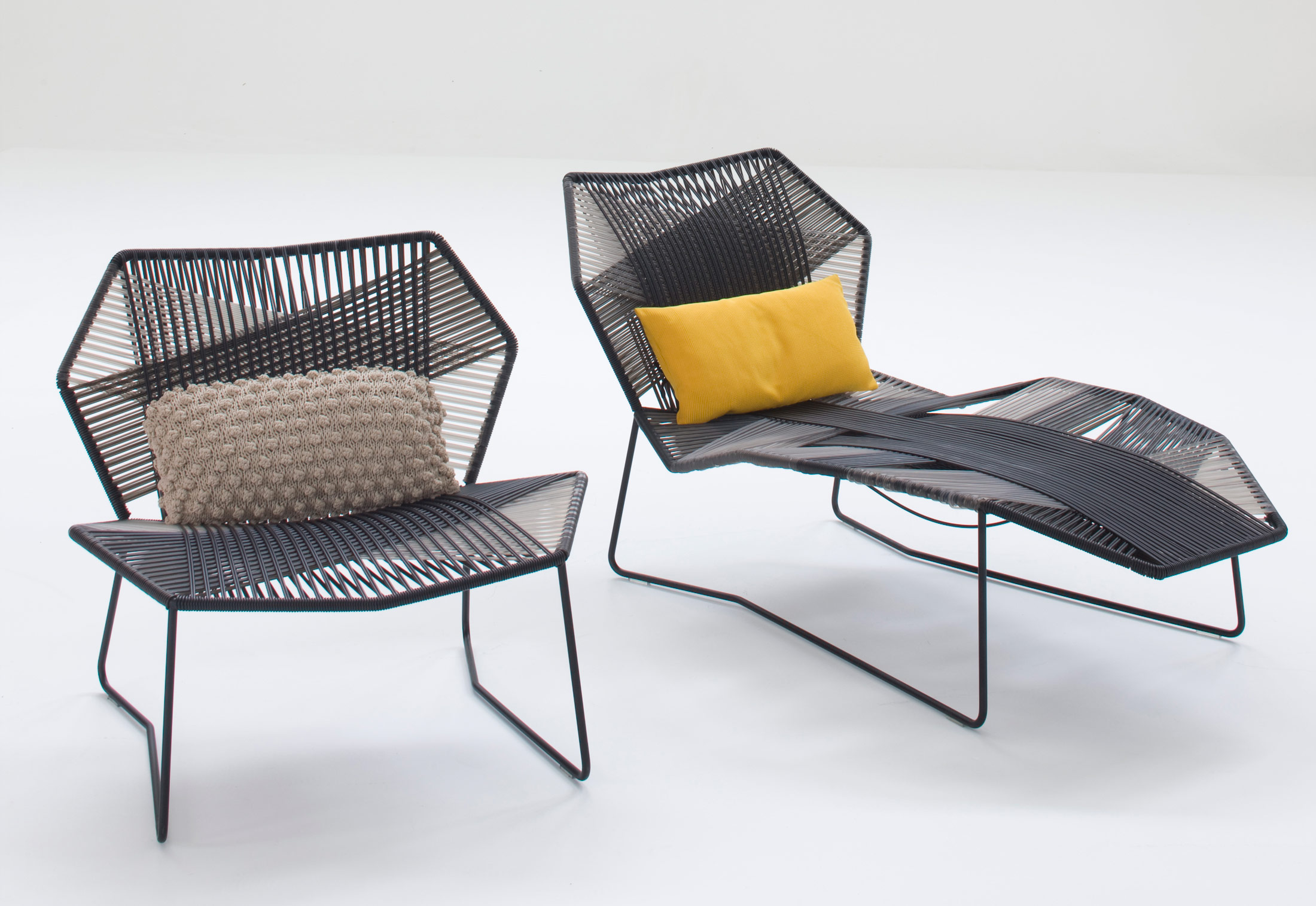 Tropicalia armchair by moroso stylepark for Chaise longue garden furniture