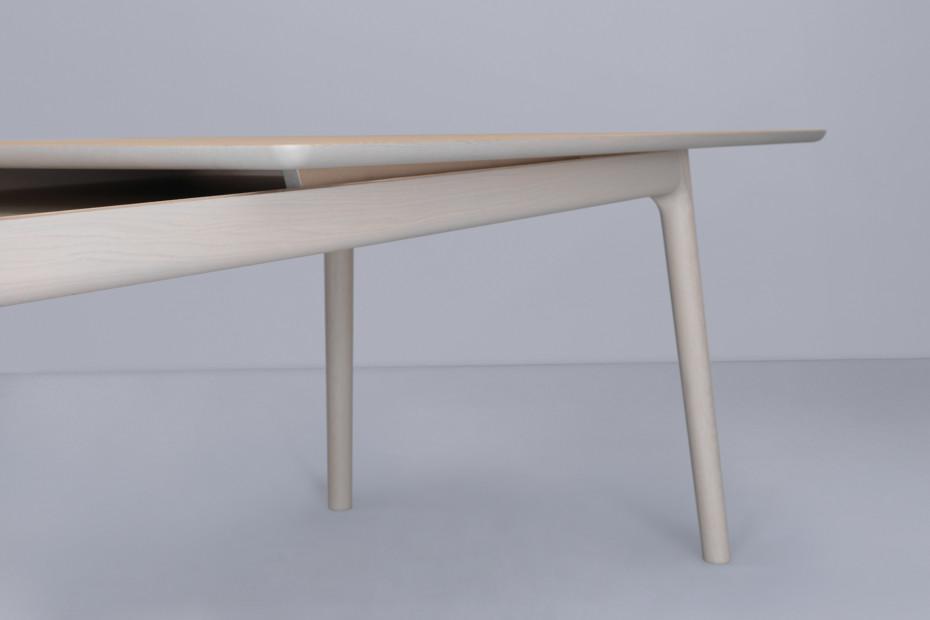 E8 Longue Tisch