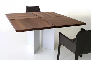 TIX Table with curved cheek  by  Zoom by Mobimex
