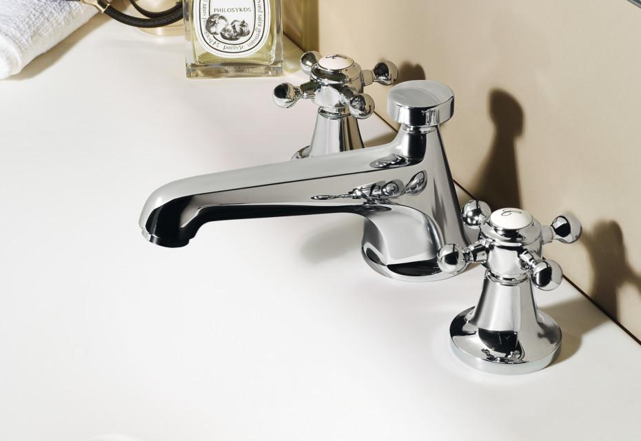 Agorà 3 hole basin mixer low spout