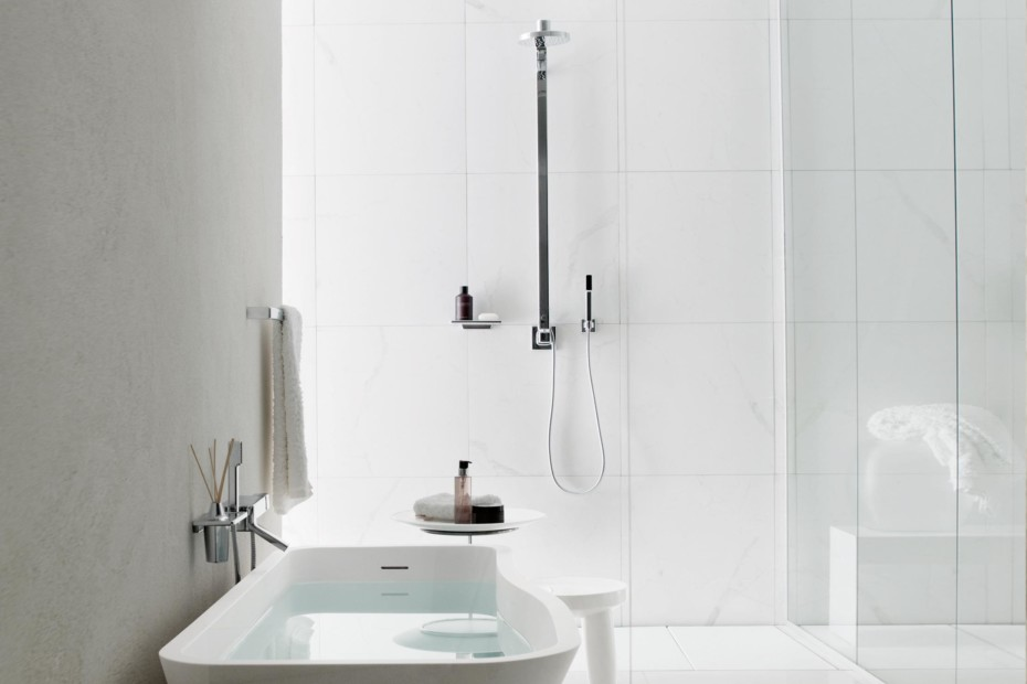 Faraway complete shower column