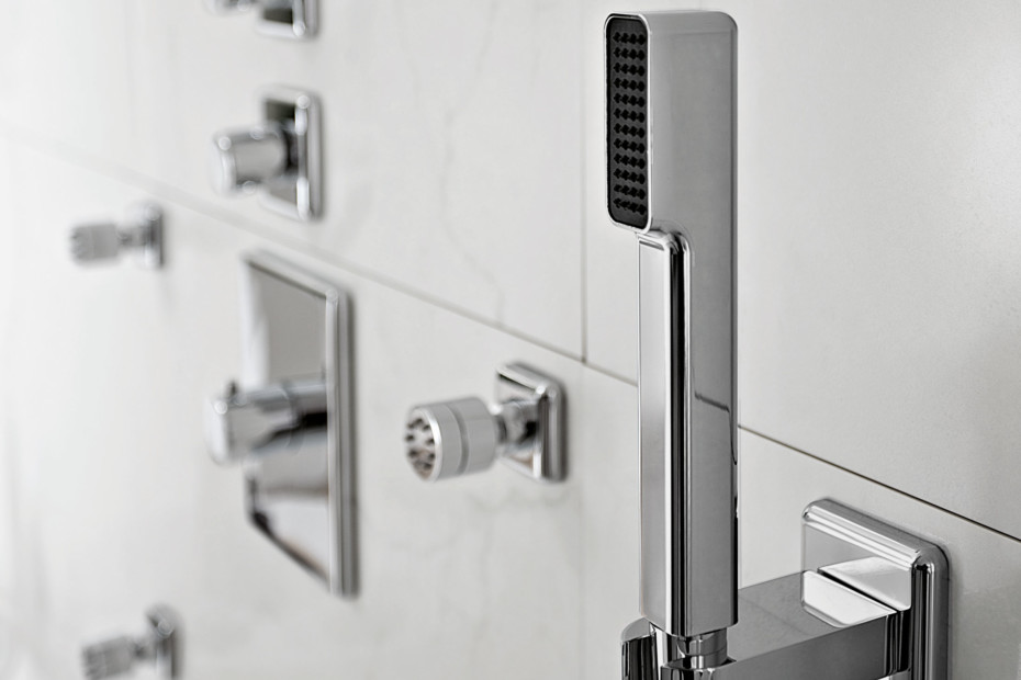 Faraway rectangular shower column